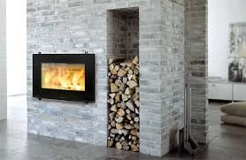 indbygget brændeovn - pejseindsats fra denne model er pt på tilbud til 10.900 kr ca. 10.000kr for materialer og arbejdstid. så 21.000kr