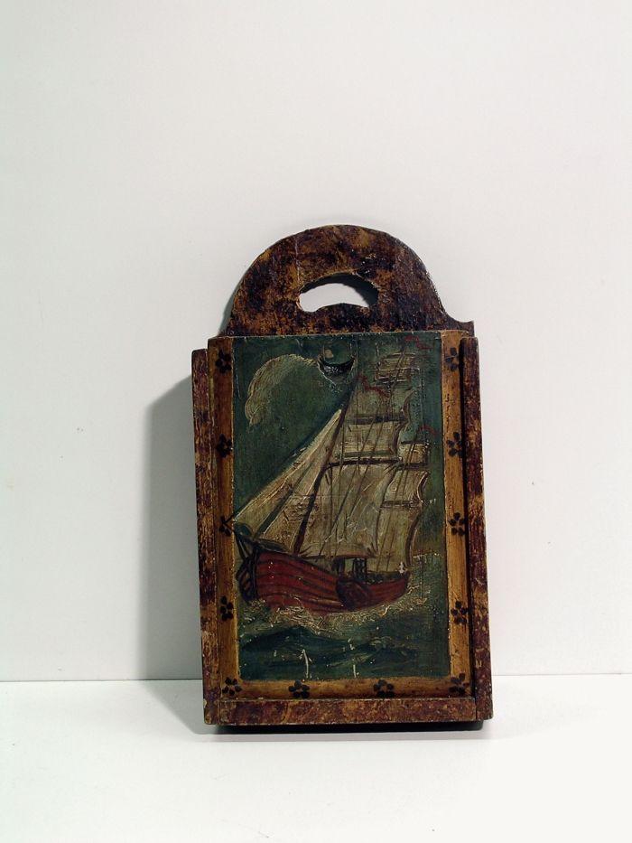 antieke houten hooivork   Houten antieke schooltas met beschildering