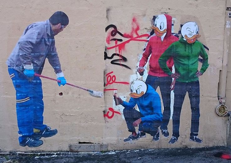 Artysta obrócił sylwetkę człowieka usuwającego graffiti w uliczne dzieło sztuki.