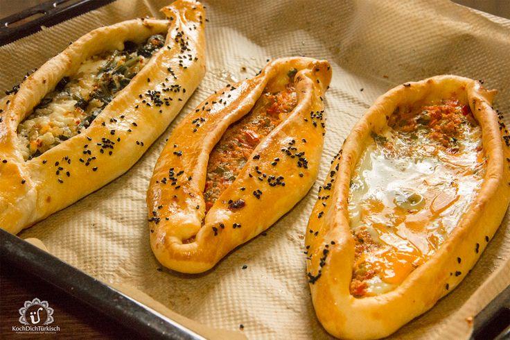 Der Klassiker in Deutschland vom türkischen Imbiss um die Ecke. In der Türkei das beliebteste Fastfood, was nach Huase geliefert wird.Diese gefüllten Pide gibt es in