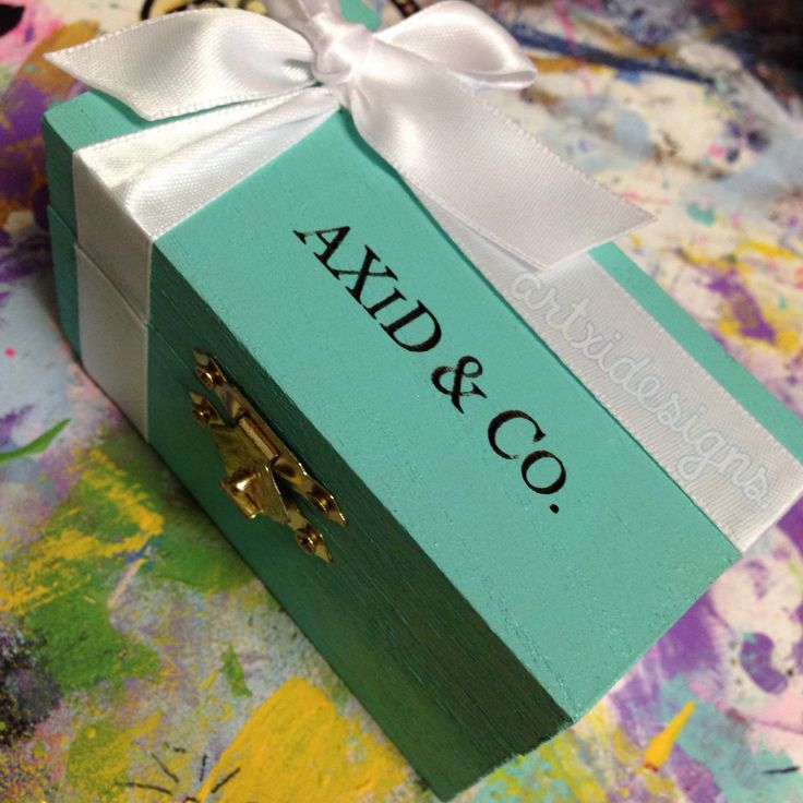 Axid  co. ❤️Artxidesigns. This is such a cute craft. Someday I'll make one for my perfect future little! Tiffany&Co inspired <3