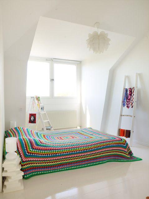 Granny Square bed spread  Sanna & Sania: Vita vinden