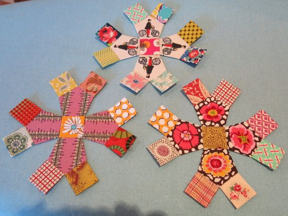 A Pentamarg is an element named after Margaret Sampson George and is used in her patterns and teaching. A set papers to make both shapes to form the Pentamarg is supplied in this pack. This shape is used in the pattern Out of the Blue design by Margaret Sampson George.