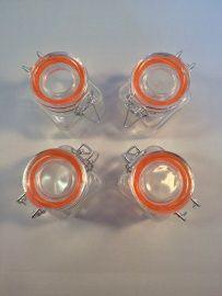Glazen weckpotje: http://www.b-freshwebshop.com/a-39790307/kookcadeaus/glazen-weckpotje
