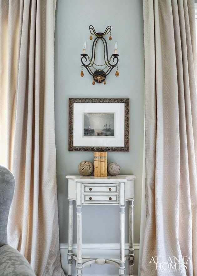 A Soft But Tailored Vignette In The Formal Living Room Encapsulates Williamss Aesthetic To T