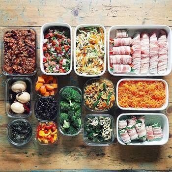 """おかずたっぷりで、色や栄養のバランスも考えられた""""おべん""""を作る秘訣は「作り置き」。  tamiさんの素敵な暮らしぶりを交えながら、魅力的な""""おべん""""をご紹介していきます!"""