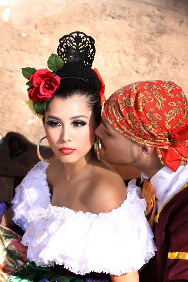 www-ballet-folklorico-leyenda.com Bailes from PUEBLA, MEXICO from the colonial era. Ballet Folklorico can be romantic. #FontanaCaliforniaFolklorico #BalletFolkloricoClass #BestBalletFolklorico