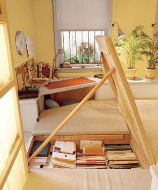 cool floor storage on 250 sq ft nyc apartmentStorage Spaces, Tiny House On Wheels Interior, Guest House, Dreams House, Book Storage, Floors Storage, Storage United, Tiny House Storage, Storage Ideas
