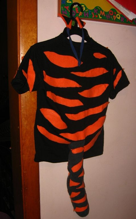 Tiger t-shirt and sock tail