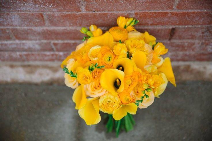 Evan Godwin Photography, yellow bouquet, yellow flowers, modern bouquet, yellow calla, yellow ranunculus