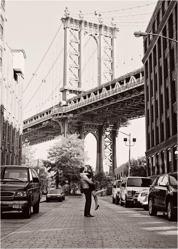 Modern Engagement Photography in DUMBO, Brooklyn | Elizabeth Clark Photo www.elizabethclarkphoto.com