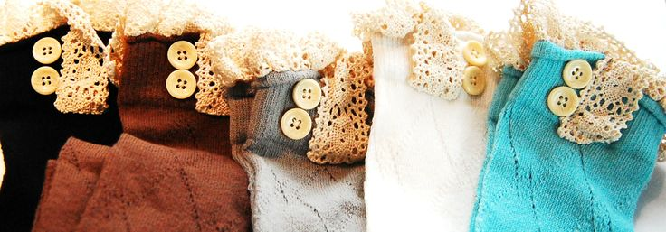 Lacie Legs - Stiefelsocken mit Spitze   www.petit-fours.com #socken #stulpen #stiefelsocken #spitze #vintage #boho #kuschelig #weich #boots #stiefel #bootsocks