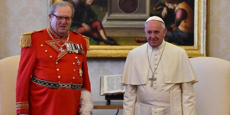 Papst Franziskus empfängt Matthew Festing, Großmeister der Malteser, zu einer privaten Audienz im Vatikan.