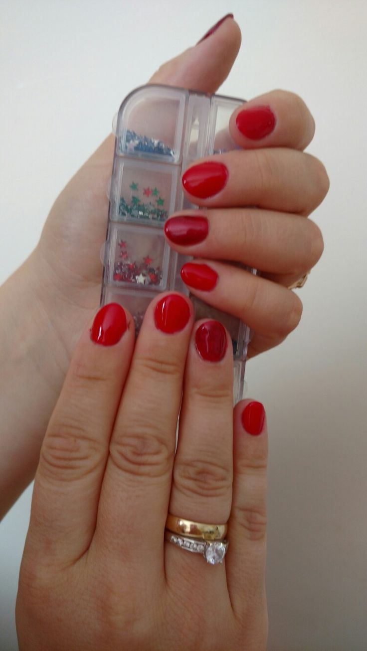 Classic gel red with Sparkly ring finger. https://m.facebook.com/Z.rune/