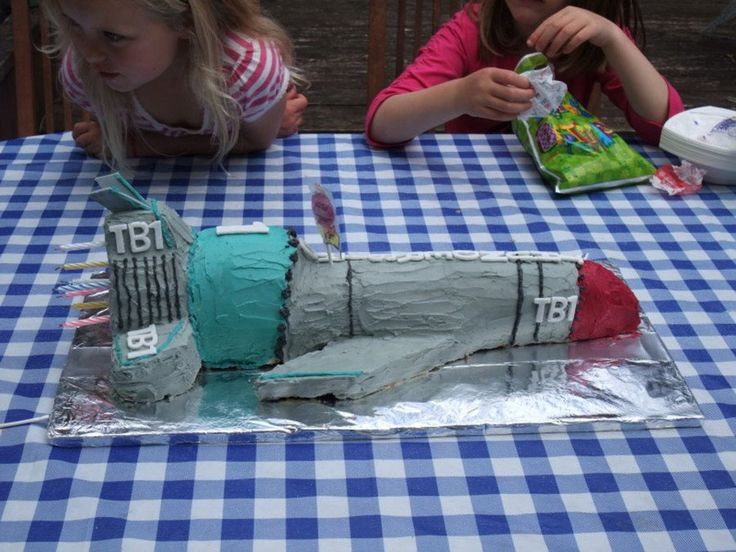 17 best ideas about rocket cake on pinterest astronaut party space party and outer space party. Black Bedroom Furniture Sets. Home Design Ideas