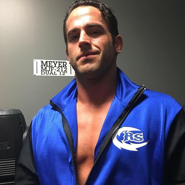 wwenxt @roderickstrong has his sights set on becoming the #1Contender for #BobbyRoode's #NXTChampionship! #WWENXT  2017/05/11 09:41:01