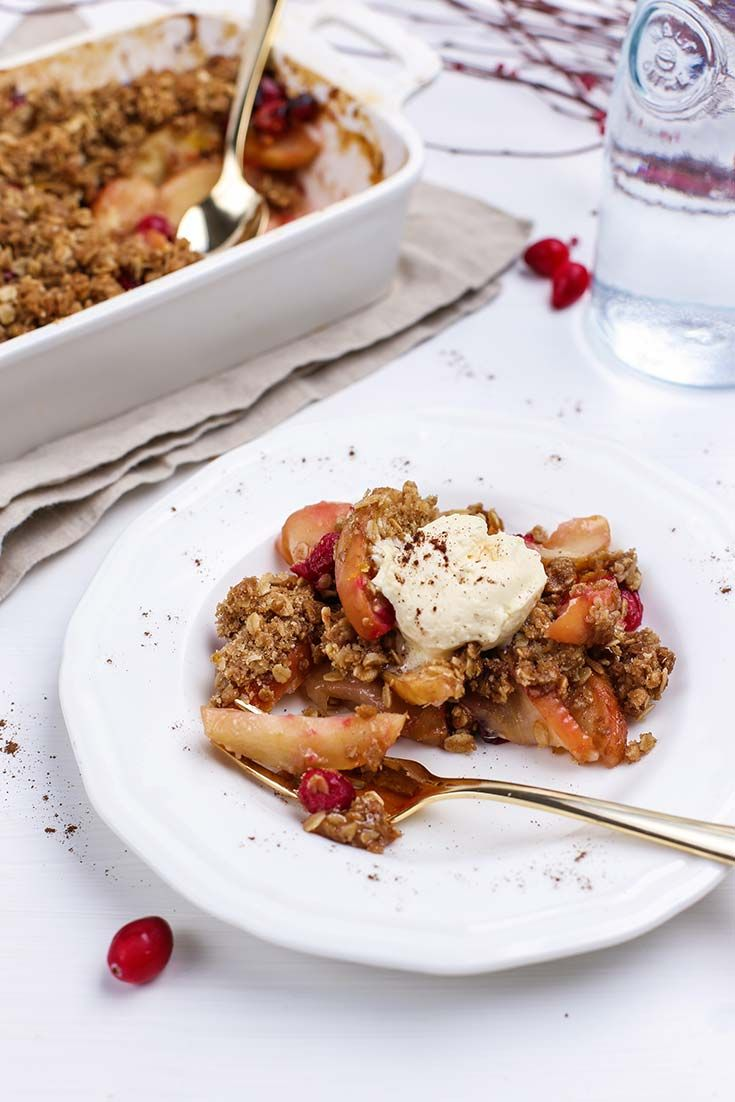 Set the table for fun this season with this spiced right Organic Allspice Apple Cranberry Crisp from Simply Organic. #OrganicMoments