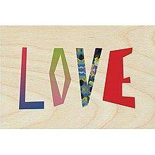 Een timbergram muurdecoratie met de mooie gekleurde letters