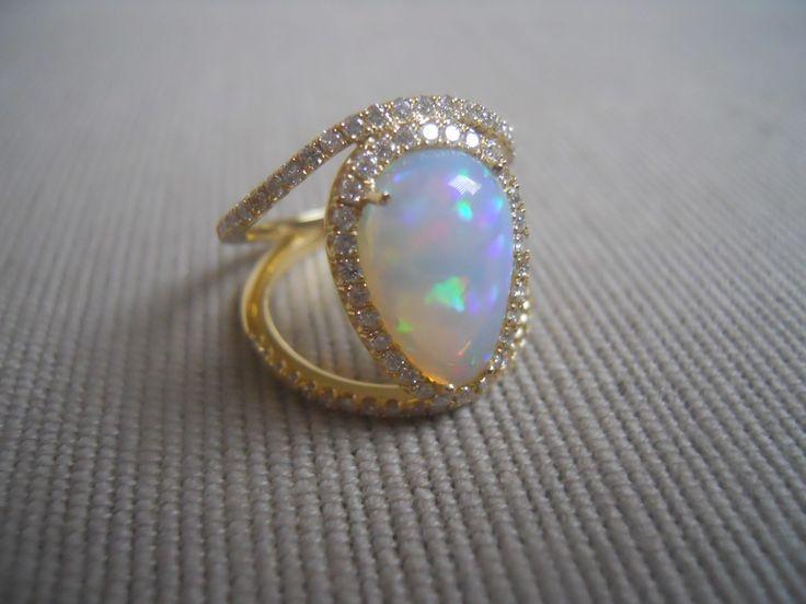 ILOP ring Ethiopian opal, diamonds, 18k yellow gold.