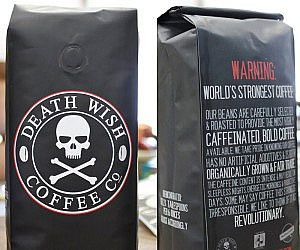 """Die Mission """"stärkster Kaffee der Welt"""" ist geglückt. Nichts für schwache Nerven, der leistungsstarke Braten ist dunkel, robust, stark, gut gewürzt und hat 200% mehr Koffeingehalt. Wenn du deine Kaffeetasse sauber leckst, weißt du das du zu viel getrunken hast."""