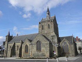Façade méridionale de l'église Notre-Dame. Pontorson