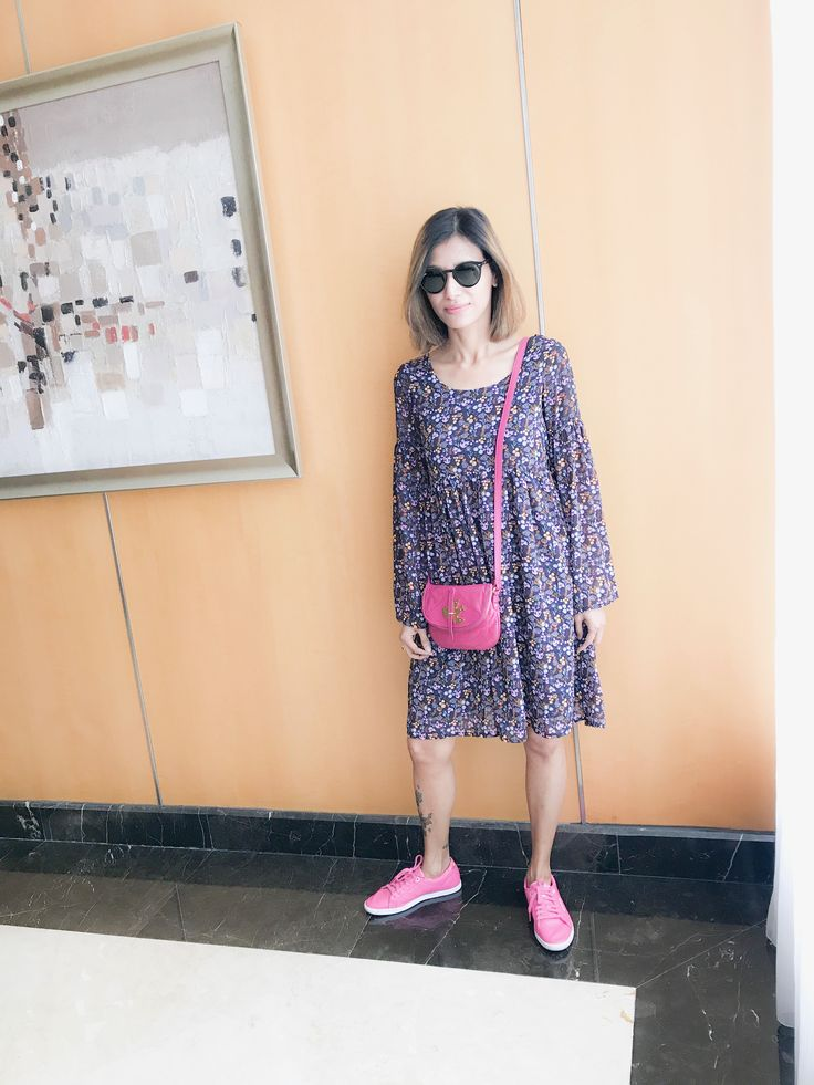 Marc jacobs crossbody with floral dress and sneakers .. rayban summer style #chandrasakhrani