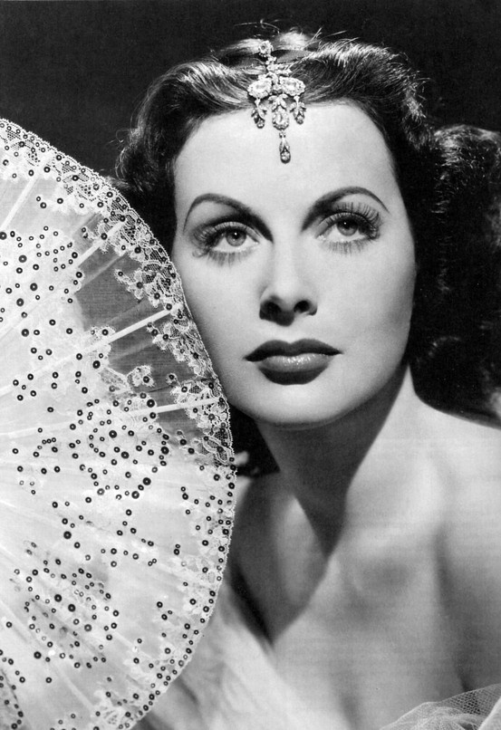 "Ladies with attitude: HL - one of the smartest women. Inventor who ""co-patent the technology for today's cellphones, Wi-Fi and GPS by building a torpedo for the U.S.Navy.""Hedy Lamarr, Hedi Lamarr, Vintage Glamour, Classic Beautiful, Hands Fans, Movie Stars, Silver Screens, Hollywood, Hedylamarr"