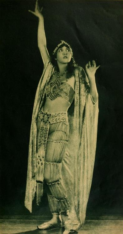 Julanne Johnston (1924)    Julanne Johnston (May 1, 1900 - December 26, 1988) was an American silent film actress born in Indianapolis, Indiana.