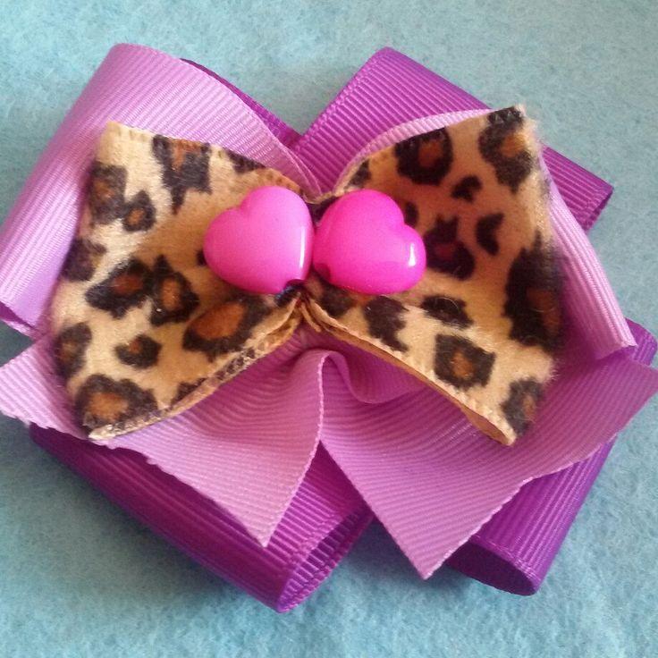 Fermaglio per capelli realizzato a mano in stile #kawaii #goth #dark #rockabilly #pinup #animalier #bow #heart #pink #violet