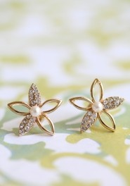 loveStarlight Flower, Vintage Earrings, Pearls Earrings, Gold Flower, Cutest Earrings, White Gold, Accessories, Flower Earrings, Gold Earrings
