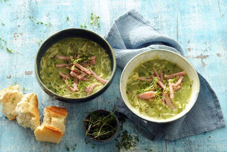 Een goedgevulde soep met broccoli, aardappelen, ham én kaas: wat een feest!- Recept - Allerhande