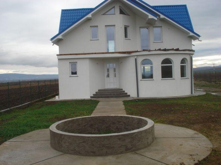 Casa de vanzare Bacau-com. Nicolae Balcescu- an de constructie 2009-dispusa pe 3 nivele