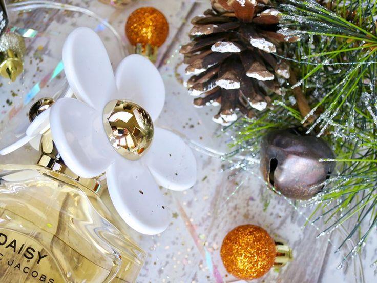 Marc Jacobs Daisy for Christmas. Christmas Blog Photography Ideas