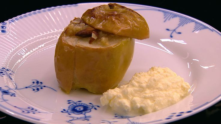 Bagte æbler med kanel, marcipan og mandler