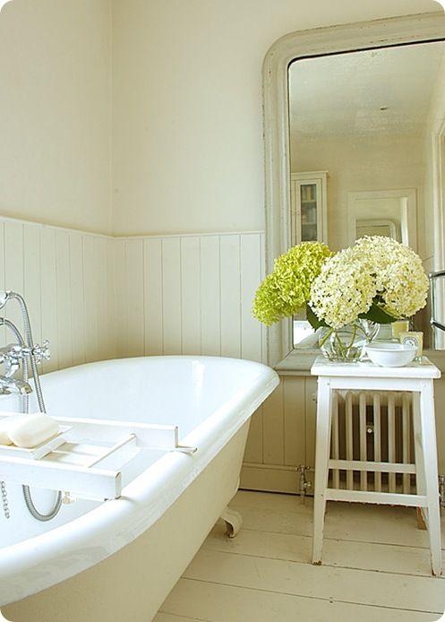 .Bathroom Design, Hall Bathroom, Clawfoot Tubs, Master Bath, White Bathroom, Bathroom Ideas, House, Bathroom Decor, Country Bath