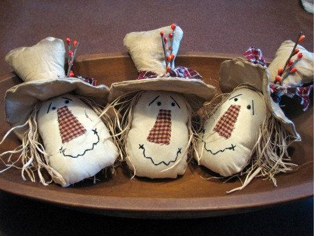 Adorable primitive country scarecrow fall decorations (pattern from?)