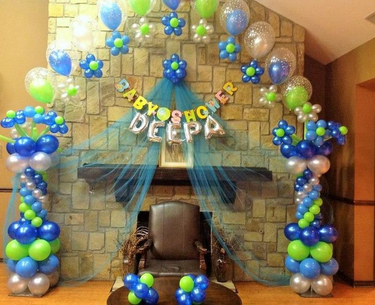 Balloon twisting for baby shower spider man