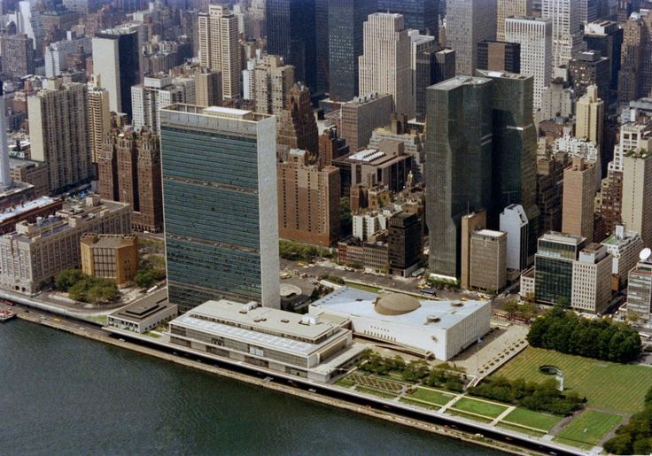 United Nations Headquarters – New York (1947-1953) / Le Corbusier, Oscar Niemeyer, Sir Howard Robertson, Harrison and Abramovitz