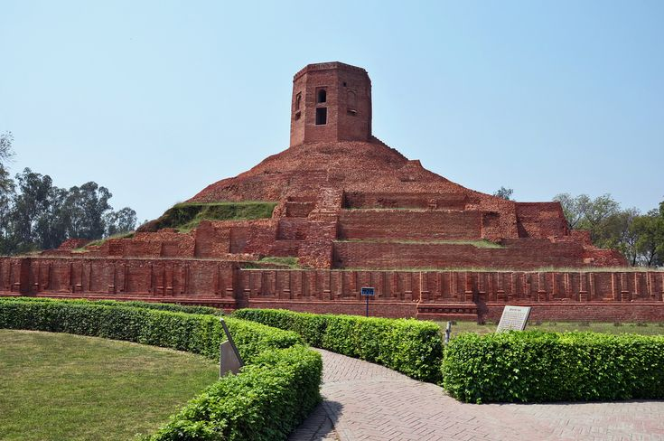 Chaukhandi Stupa is one of the famous Buddhist stupas in Sarnath, located 13 kilometres from Varanasi, Uttar Pradesh, India. It is a lofty mound of brick, whose square edifice is surrounded by an octagonal tower. Originally it is said to be built by Emperor Ashoka. Chaukhandi Stupa marks the place where Lord Buddha reunited with his five disciples, who had previously deserted him in Bodh Gaya. #touristattractions #travel #enjoy #scenic #monument #uptourism #heritagearc