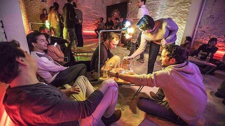 Seleccionamos entre los 100 mejores bares madrileños aquellos que no se han dejado llevar por modas y destilan un estilo propio tanto en decoración como en ambiente