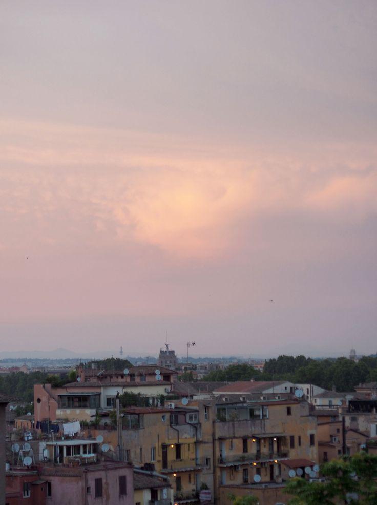 Sunset sky in Trastevere, Rome | Pupulandia