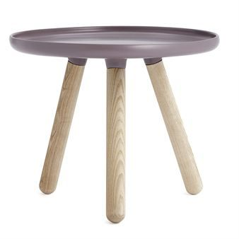 Tablo är ett litet bord på tre ben som passar perfekt i små utrymmen! Bordet kommer från Normann Copenhagen och är designad av Nicholai Wiig Hansen.
