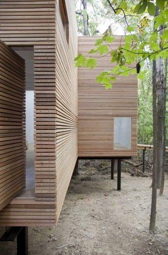 Bel exemple de façade en bois à clair-voie  T Space / Steven Holl Architects wood slats//steven holl architects.