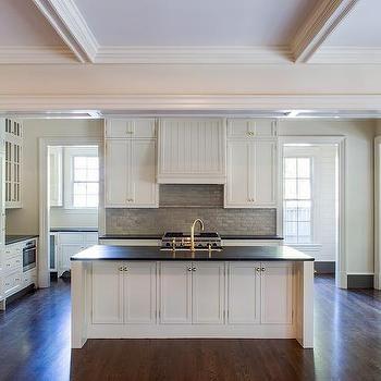 white kitchen cabinets with gray brick tile backsplash - Schwarzweimosaikfliese Backsplash