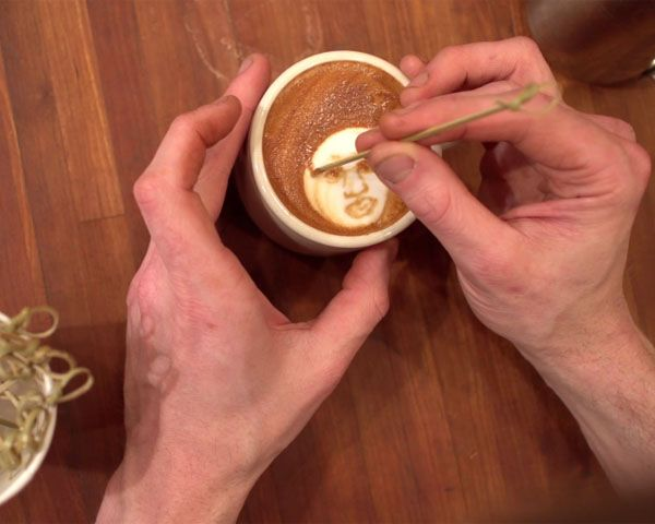 Watch a Barista Paint Faces, Skylines in Coffee