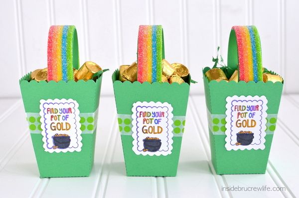 St. Patrick's Day Boxes - cute popcorn boxes: Gold Crafts, Popcorn Boxes, Gifts Baskets, Lifestyle Crafts, Cute Ideas, Boxes Fillings, Holidays St., Pots Of Gold, The Boxes