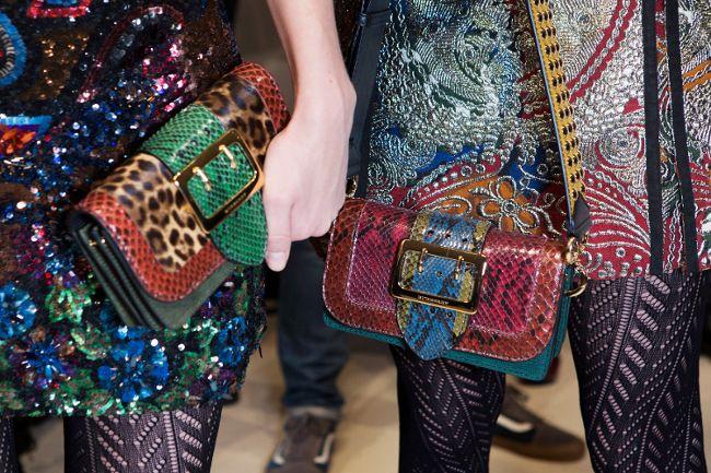 "Konsep ""tambal sulam"" yang merupakan ciri khas dari teknik patchwork menjadi topik yang kian hangat di dunia fashion. Selain busana, ternyata tas tangan pun tak luput dari wacana tersebut. Simak laporan Cosmo! (Melur Pinilih/ DA/ Foto: Courtesy of Burberry, dok. Coach, Courtesy of Dior Cruise 2016, dok. Chloé, Courtesy of Chanel) 1. Levels of Luxury Kombinasi motif kulit ular dan macan tutul dikawinkan secara cerdas oleh Burberry pada handbag multi tekstur yang menjadikannya unik s..."