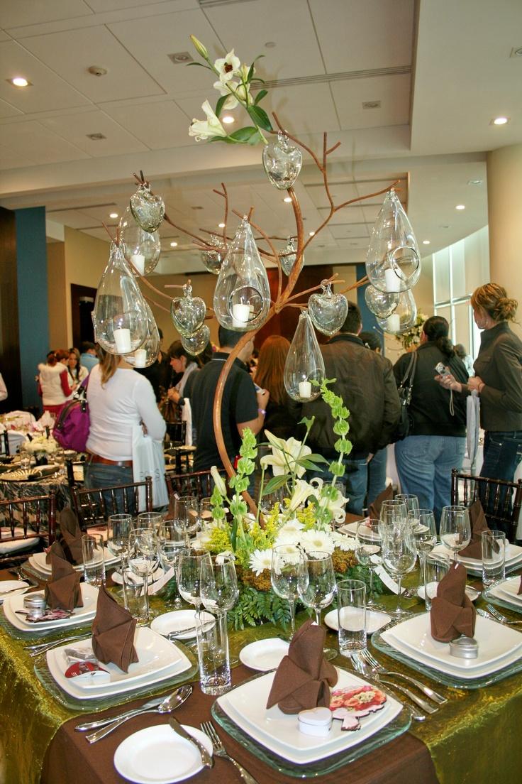 Hermosa decoración en mesas en esta primer carrera de novias, una magnifica opción para tu evento. www.specialty.mx. @specialty cleaners.mx