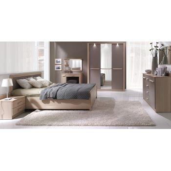 Set Dormitor London complet din pal melaminat de culoarea stejarului. Dormitorul este format din pat, dulap cu 3 usi, noptiera cu sertare, comoda cu sertare si oglinda