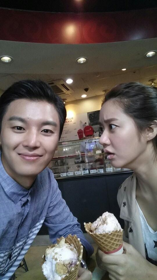 tvN Marriage, Not Dating - Gong Gi Tae (Yeon Woo Jin) and Joo Jang Mi's (Han Groo) couple selfie on their fake date lol!